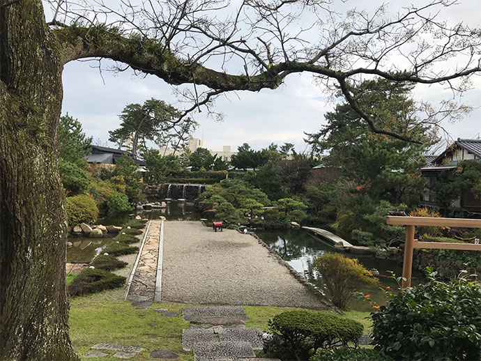 風情のある庭園。散策もできます。
