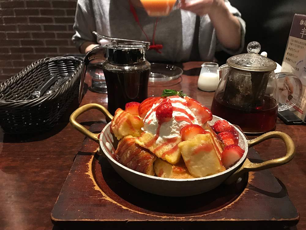 【星乃珈琲店】でデザート!季節のフレンチトースト、今はイチゴ!
