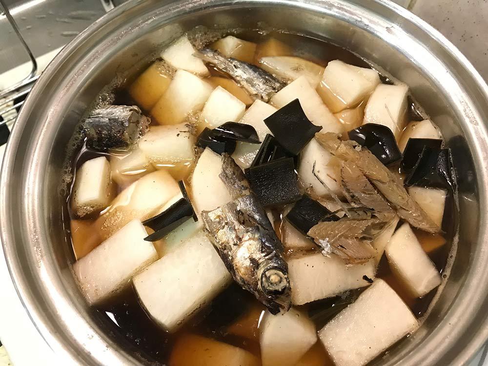 【だし道楽】残った魚や昆布を大根と炊いてみた