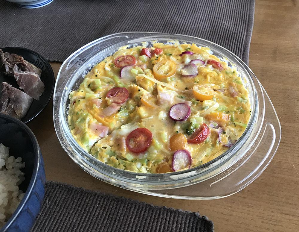 レンチン卵*これは昨日のサラダの残りを使ったお野菜たっぷりの具入り卵。
