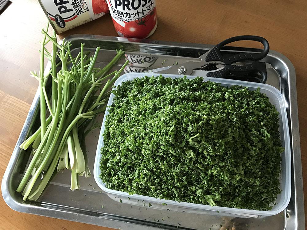パセリを最後まで使い切るコツ*刻んで少し乾燥させて冷蔵庫に保存すると長持ち!